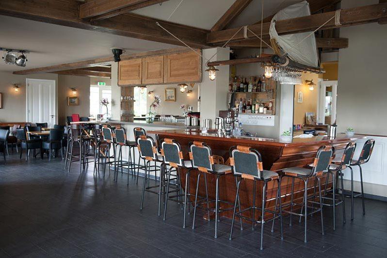 Boothuys bar